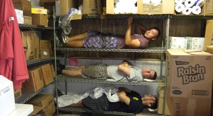 Těžká práce ve skladu v USA