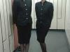Před společenskou akcí v luxusním hotelu — Eliška s kolegyní se připravují v šatně.