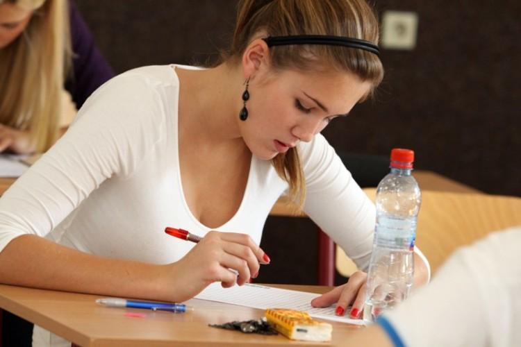 Jazyková zkouška (možná FCE) na naší partnerské jazykové škole.