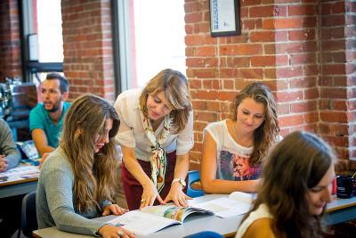 Studenti při hodině