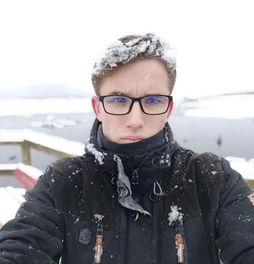 kluk ve sněhu a dešti