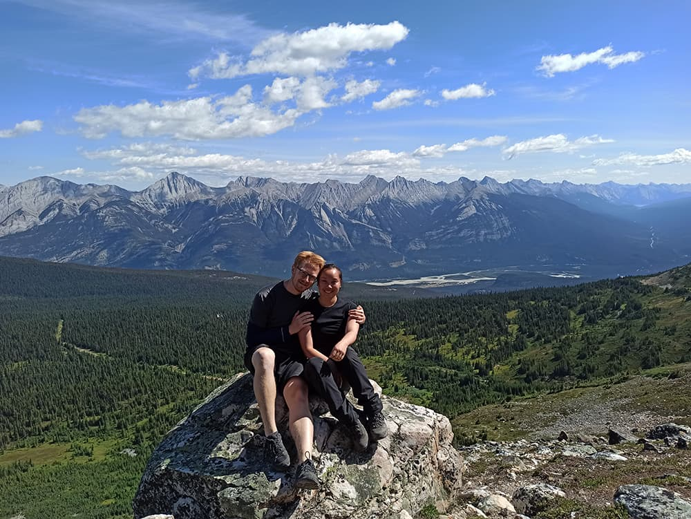 pár na hoře v Kanadě